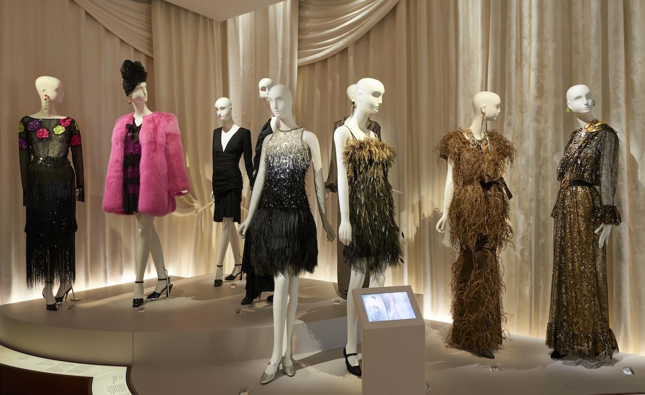 Vue de la nouvelle présentation des collections, section Hommage à la mode © Yves Saint Laurent, photo Thierry Ollivier