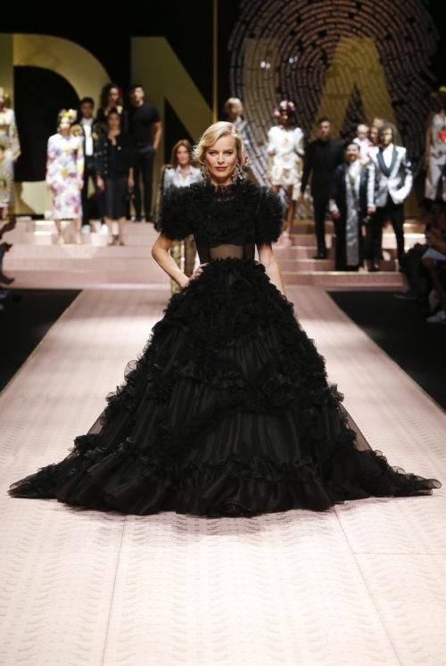 Cover Eva Herzigowa in dolce-and-gabbana-summer-2019-women-fashion-show-runway-02