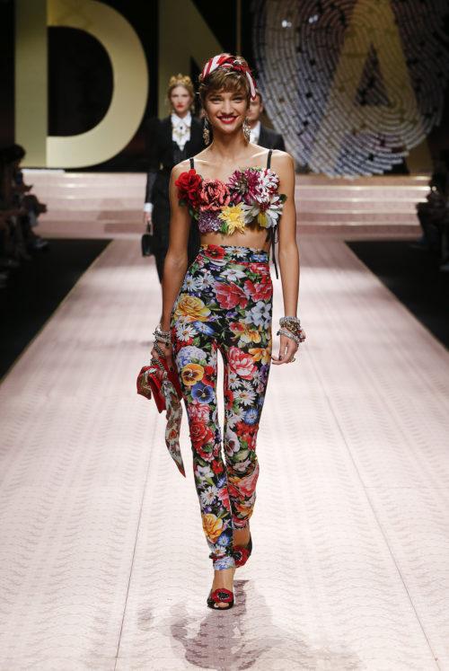 Cover dolce-and-gabbana-summer-2019-women-fashion-show-runway-63