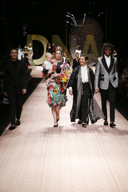 Isabella Rossellini dolce-and-gabbana-summer-2019-women-fashion-show-runway-04