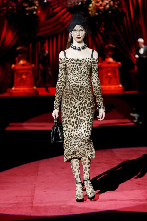 dolce-and-gabbana-fall-winter-2019-20-women-fashion-show-runway-26