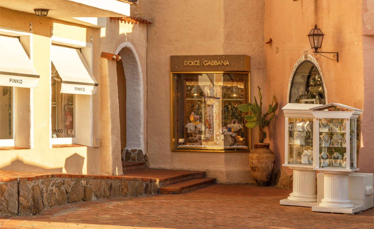 Le vie dello shopping tra arte e design - Costa Smeralda